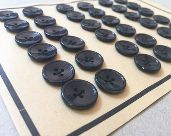 6 buttons button vintage button card bearing number: 993