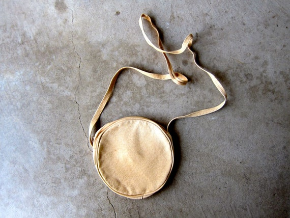 Leather Circle Purse   Natural Leather Bag   80s Tan Mini Purse Vintage Beige Shoulder Bag Crossbody Small Minimal Coin Purse Across Body