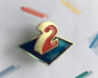 Vintage enamel 2 pin number 2 pin french france deux