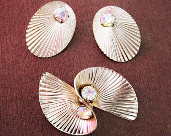 Vintage art deco earrings and brooch with rhinestones  gold tone.