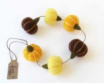 Autumn garland with miniature needle felted pumpkins - mustard, lemon yellow, brown, Thanksgiving decor, harvest decor