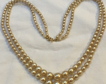 C1930s Art Deco 2 row simulated pearl necklace with solid 9ct gold clasp just under 18 inch