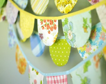 Scallop Bunting / Birthday Bunting / Baby Girl Vintage Nursery Decor / Vintage Fabric Bunting Banner / Flag Garland / Party Bunting