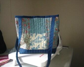 Quilted patchwork shoulder bag blue.