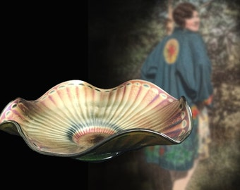 Lovely Vintage Iridescent Vaseline Art Glass Bowl, Circa 1940s