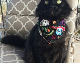 Day of the Dead / Dia de los Muertos / Calaveras / Sugar Skulls / Floral Reversible Dog / Cat Bandana