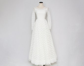 50s Lace and Ruffle Wedding Dress - Size Extra Small Vintage 1950s Union Label White Wedding Gown