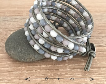 Wrap bracelet with 5 towers in grey shades with faceted glass beads