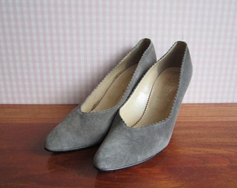 Vintage Bata Pumps Stilettos Slate Gray Suede Leather Lining High Heels Scalloped Edge Pointy Toe Light Soles Made in Italy EU 39 70s 80s