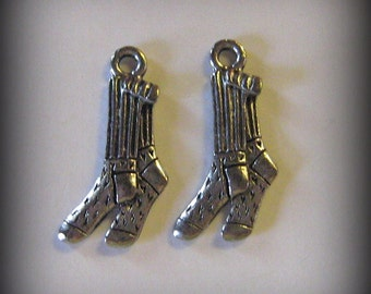 8 Silver Pewter Pair of Sock Charms (qb7)