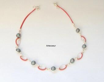 Collier élégant Nacre de Majorque grise, ton rouge et gris motifs ovales originales fil de cuivre enroulé