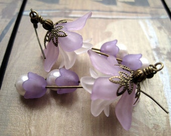 Lilac Lucite Flower Earrings, Frosted Lucite Flower Beads and White Pearls, Purple and Frosted White Lucite Flowers