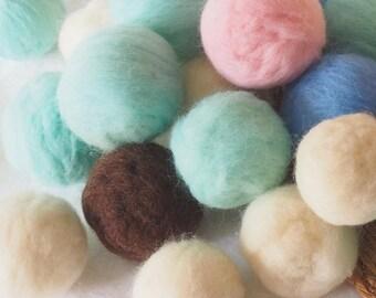 Kit of 20 Pom pom. Colorured pom poms, Felted Pom pom, Colletion of Pom pom merino wool, Chunky pom pom