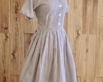 1950s Brown Gingham Cross Stitch Dress, Fifties Plus Size Checkered Shirtwaist Dress w/ Floral Buttons, Pinup Plus Size Housewife Dress