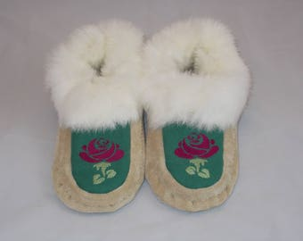 Womens Size 6.5 - 7 New Handcrafted Suede Leather Moccasins with Fur Trim with Embroidered Floral Design