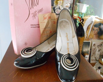 1960's Andrew Geller Black Patent Leather Shoes Very Mod and Groovy