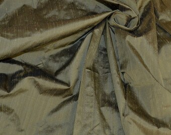 Silk Dupioni in  Pale olive green - Fat Quarter D 336