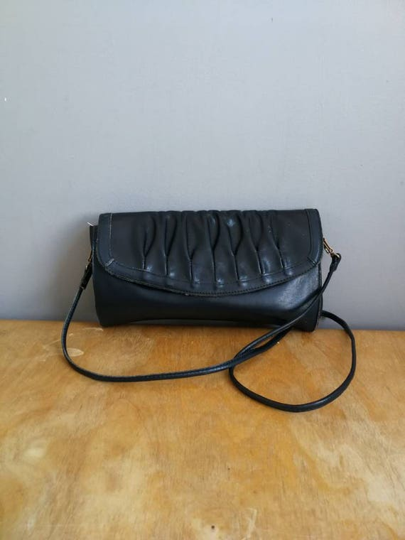 Navy leather across body purse / rouched navy purse / retro leather navy handbag / boho vintage purse / 80s coloured leather bag