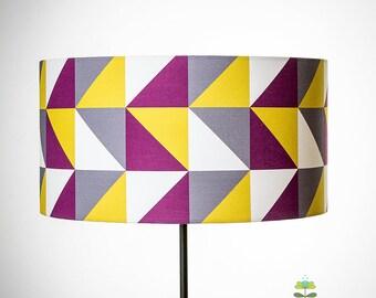 Abat-jour géométrique aux triangles en violet