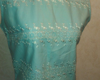 Vintage 60s GIDGET Eyelet Embroidered Baby Blue Sleeveless Cropped Top Blouse B36 M