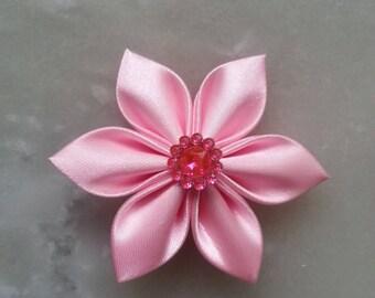 5 cm fleur de satin rose  clair   petales pointus