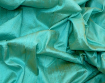 Silk Dupioni Dreamy Mint green  with yellow shimmer - Fat quarter -D 42