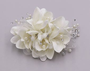 Ivory rhinestone wedding hair flower comb, wedding hair accessories, wedding flower comb, hair flower comb, Light Ivory Floral Clip