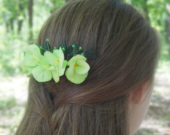 Bridal flower hair comb Green hydrangea Greenery wedding hair piece Lime green wedding headpiece Green flower accessory Floral hairpiece