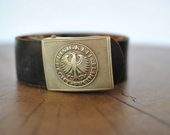 Vintage  ARMY  leather belt with metal buckle .....