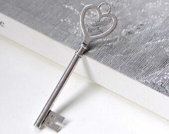 6 pcs of Antique Silver HUGE Heart Key Pendants Charms 22x84mm A4148