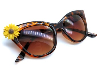 Cat Eye Sunglasses with Daisy Embellishment - Tortoise Shell UV400