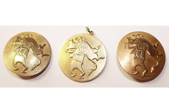 Vintage Signed Alice Throwing of the Bull Cartoon Characatures on Goldtone Round Clip on Earrings & Matching Pendant 60's or early 70's