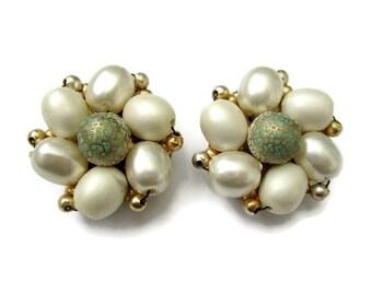 Vintage faux pearl cluster earrings, clip on pearl earrings, green bead and  faux pearl earrings, mid century clip on earrings