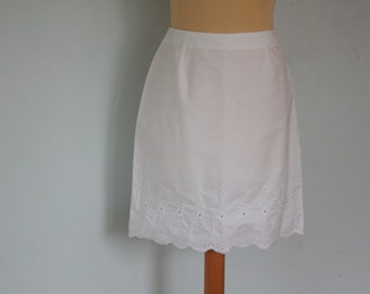 White Scallop Skirt Eyelet Skirt Embroidered Small