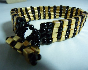 Boxy black and gold toggle bracelet