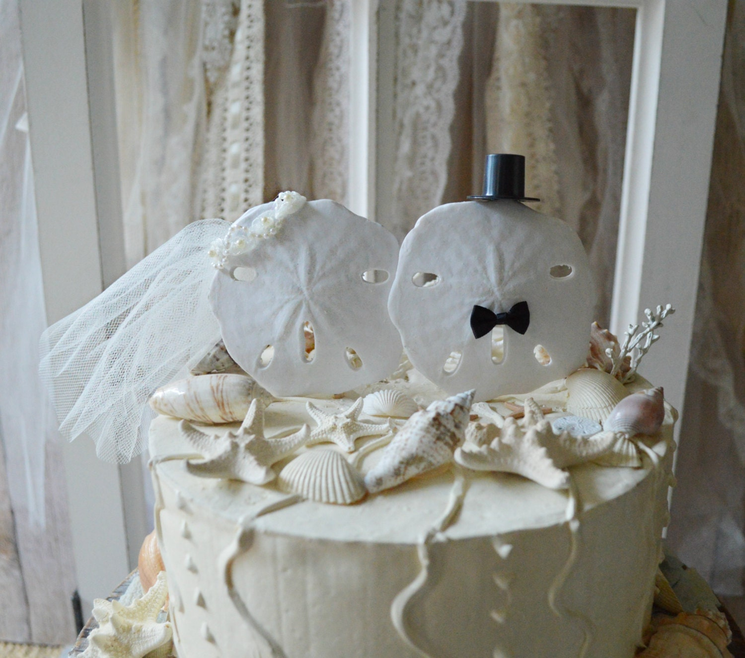 Sand dollar beach themed wedding cake topper bride and groom zoom junglespirit Image collections