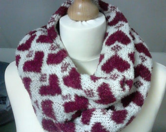 Hearts and Diamonds Merino Snood, White and Red