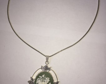 Victorian style beautiful pendant flower necklace.