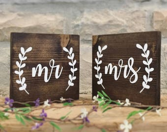 Set of 2 Mr and Mrs Table Sign, Mr and Mrs Sign, Rustic Wedding Sign, Mr and Mrs Wedding Table Sign