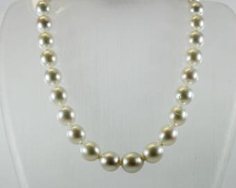 Stunning Modern Style White Graduated South Sea Pearl And Silver Necklace