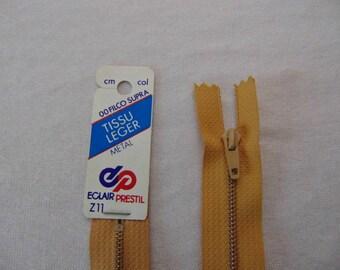 Zip closure, metal, sand (Z11 960)