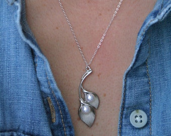 Calla Lily Necklace, Silver Leaf Necklace, Branch Lariat Necklace, Simple Silver Necklace, Sterling Silver, Pearl Necklace, Delicate, Dainty