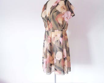 Vtg 70s BLUSH TONES Floral WRAP Dress! Medium to Large