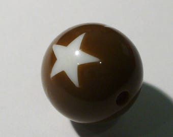 1 round Brown and White Star 20mm AR362 Brown