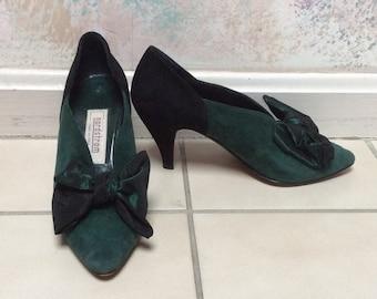 Vintage Nordstrom's special event suede heels, size 6 forest green black suede high heels, satin bows dark green black suede dressy shoes