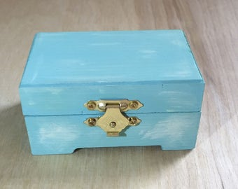 Light blue, baby blue jewelry box/trinket box, customizable!