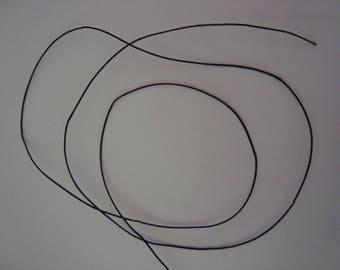 1 meter of black polyester thread