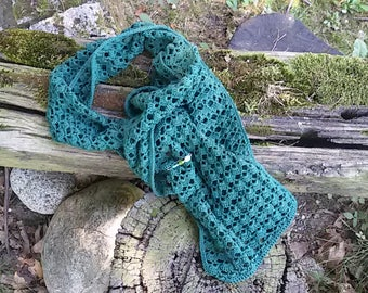 Crochet summer scarf in emerald green cotton. With decorative pin included
