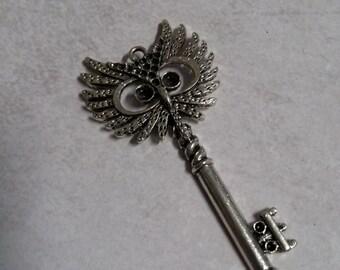 "Skeleton Key Unique Key Pendants Owl Key Charms Pendants Antiqued Silver 2"""