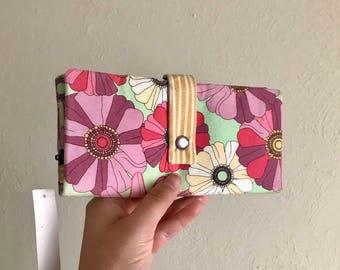 Pretty Floral - Vintage Look - Long Wallet Clutch - Card Slots, Zipper, Cash